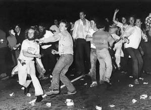 מהומות סטונוול - גאווה עושות ברחוב